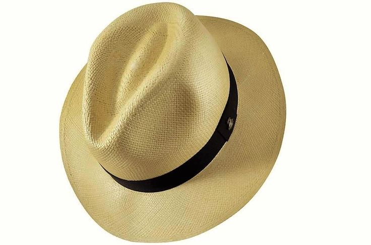 CLASSIC NATURAL- The most famous Panama hat in a natural straw colour. 100% handmade with toquilla straw in Ecuador. It is a timeless accessory made with love by local craftsmen (we call them the Artists). #panamahat