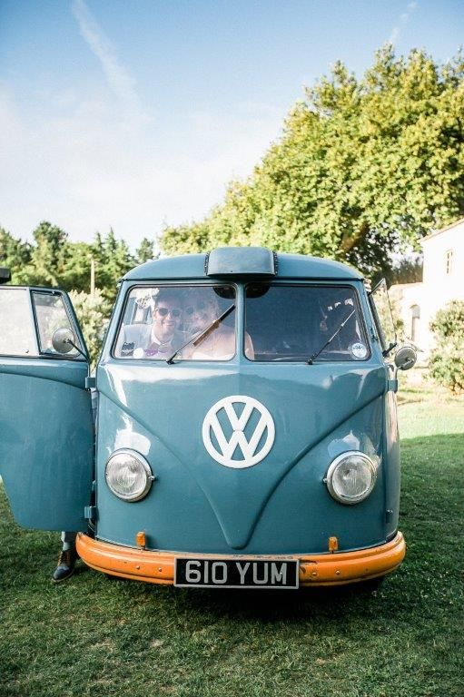 The biggest guest we had at The Quinta - www.myvintageweddingportuga.com | #weddinginportugal #vintageweddinginportugal #vintagewedding #portugalwedding #myvintageweddinginportugal #rusticwedding #rusticweddinginportugal #thequinta #weddinginsintra #summerweddinginportugal