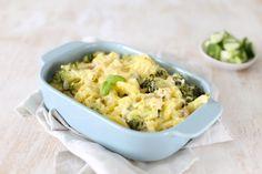 Deze Hollandse aardappelovenschotel met broccoli en spek is super simpel om te maken maar smaakt heel erg lekker. Duik de keuken in en maak dit recept.