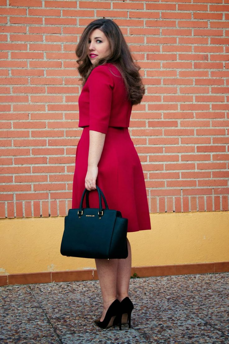 LOOK LADYLIKE IN RED (link in bio^) #AdolfoDominguez #Zara #MichaelKors #stilettos #heels #EsenciaTrendy #blogger #fashionblogger #outfit #look #ladylike #red #dress #asesoradeimagen #personalshopper #Spain #luxe