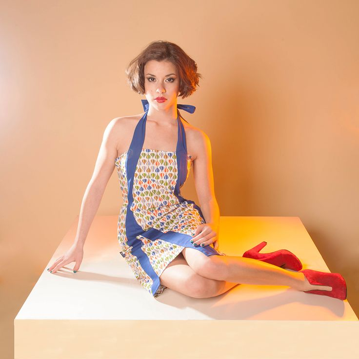 ROBE LAYTOI : Coloris frais, motifs piquants et découpes asymétriques, c'est la petite robe de l'été ! Smockée dans le dos et nouée autour du cou,  n'en doutez plus : elle est faite pour vous !