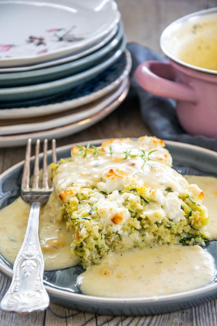Hirse-Zucchiniauflauf mit Feta und Dill-Käsesauce #Ketogene