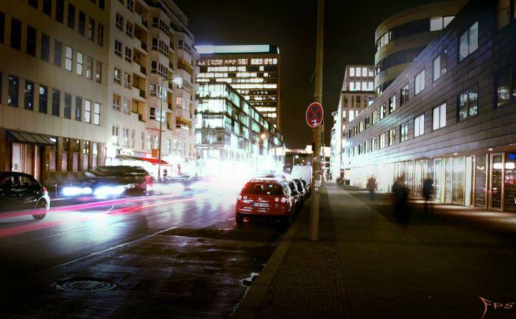 Rudi Dutschke Straße Berlin nachts, Effects of light at night Berlin.