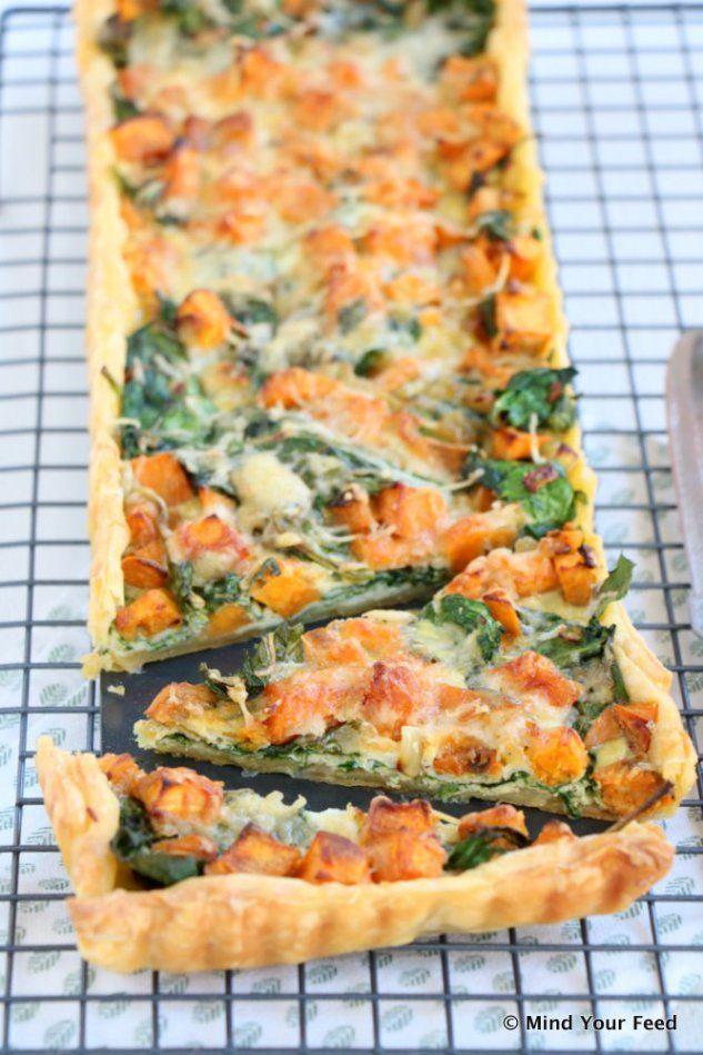 Zoete aardappel spinazie quiche 4 vellen bladerdeeg2 zoete aardappels150 gr spinazie1 ui2 teentjes knoflook2 eieren75 ml plantaardige room50 gr (pittige) oude kaas1 tl komijn1 tl chilipoederpeperzoutolie om te bakkenboter om in te vetten