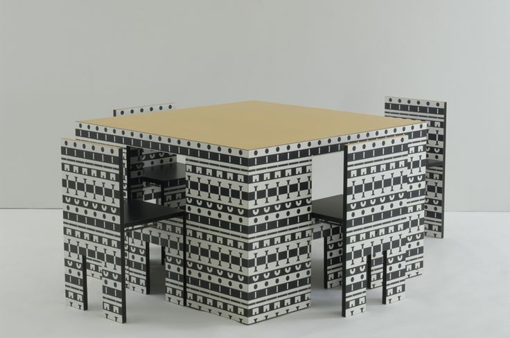 Ollo table and four chairs