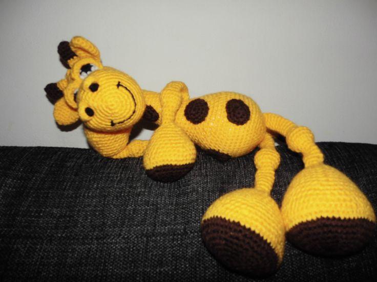 en hæklet giraf slapper af opskriffft fundet på etzy