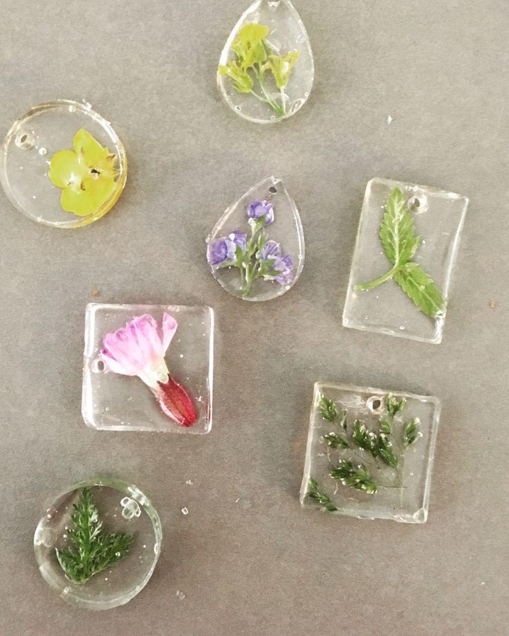 Resin flower jewerly