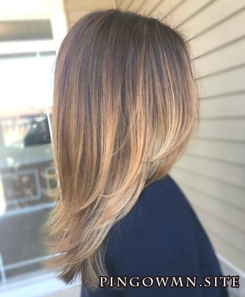 Cheveux lisses mi-longs stratifiés bruns avec balayage blond pâle #Balayage #Dark