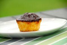 Sådan laver du den bedste mazarinkage. Se hvordan du nemt bager små mazarintærter i muffinsforme, som overtrækkes med kakaoglasur. Mazarinkage…