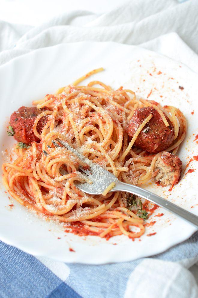 Spaghettini n. 9 with tuna balls and tomato sauce