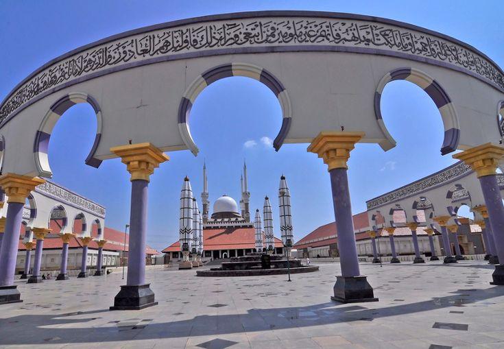 Masjid Agung Jawa Tengah. Sebuah masjid dengan arsitektur yang sangat indah di Semarang