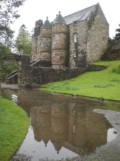 Rowallan (Old) Castle - geograph.org.uk - 1356966 - Rowallan Castle - Wikipedia, the free encyclopedia