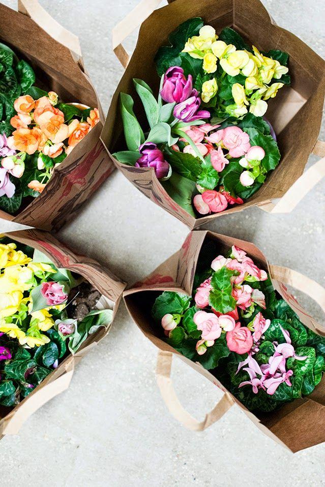 A Pinch of Lovely: Spring DIY Floral Pots w/ Rub N Buff