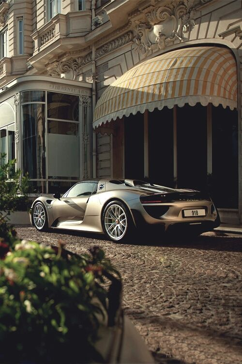 Oh! Take a look at this Porsche 918 Spyder. Sleek, stylie, professionally fast lines for the fast lane!