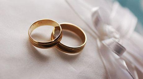 Rochia de mireasă ... neagră este la modă. Cum să te îmbraci pentru nunta perfectă, prețuri de la 100 de euro