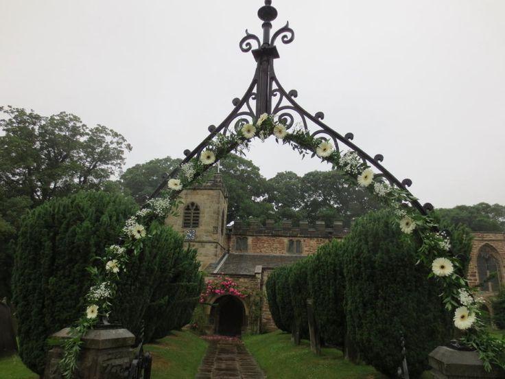 Flower archway -#weddings #flowers #archway