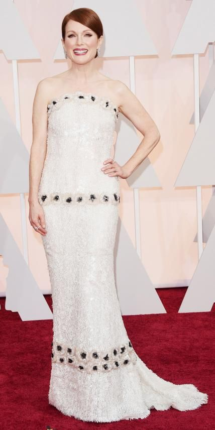 Academy Awards 2015 Red Carpet Arrivals - Julianne Moore in custom Chanel with #Chopard jewelry #Oscars2015