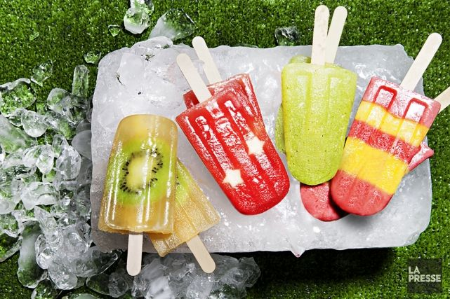 Les sucettes glacées sont colorées, jolies, délicieuses et nutritives lorsqu'on les prépare avec du vrai jus de fruits. Par-dessus tout, les pops sont un véritable remède pour contrer les journées chaudes d'été. En y ajoutant quelques gouttes de téquila ou de rhum, ces friandises glacées ne seront plus réservées aux tout-petits. Voici donc nos idées de recettes pour enfants et adultes.