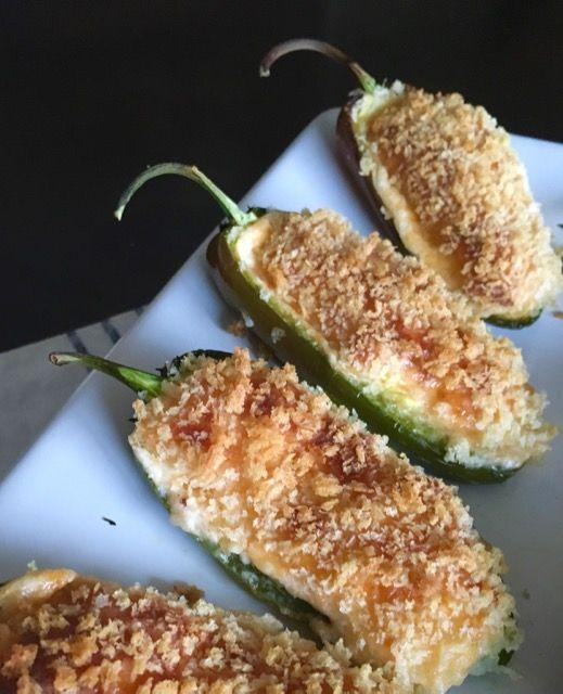 """Есть в США такое популярное """"барное"""" блюдо - """"jalapeño poppers"""". Это небольшие острые перцы """"халапеньо"""", фаршированные сыром, запанирован..."""