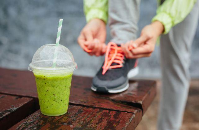 Buikvet is het moeilijkste om te verliezen, het vereist het volgen van een streng dieet en regelmatige work-outs om te slagen in uw doelen. De beste manier om platte abs te krijgen is om je stofwis…