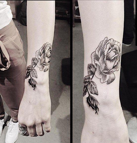 Small Tattoos.  Rose Tattoos. Black rose tattoo.  Blackworkers.    design&tattoo by Emre Dizici. Grimm Tattoo. #emredizici #grimmtattoo  #blackwork #bw #rosetattoo #wristtattoo #flowertattoo #tattoo #tattooedgirls #istanbul #thebesttattoostudioinistanbul