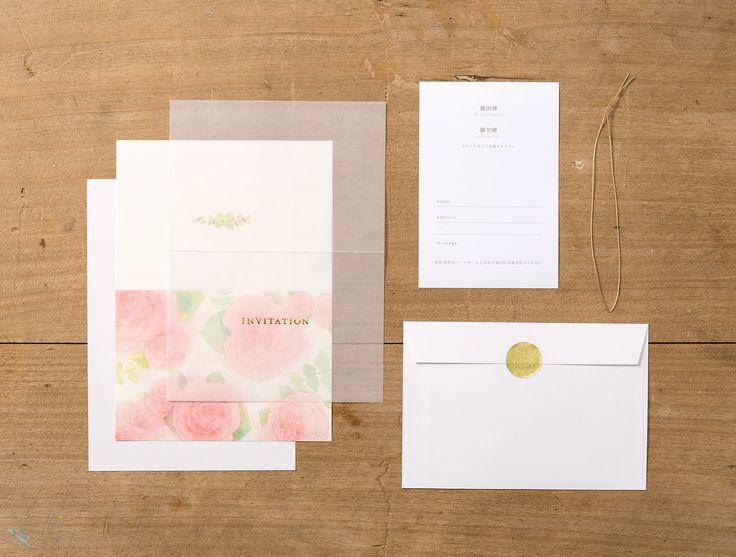 【irodori 招待状-作家彩(A)】作家の持ち味を活かした全面イラストの招待状。 半透明の紙に箔押しされた文字がエレガントです。 シンプルな仕様なのでどんなコーディネートでも マッチする、お使いいただきやすいタイプです。