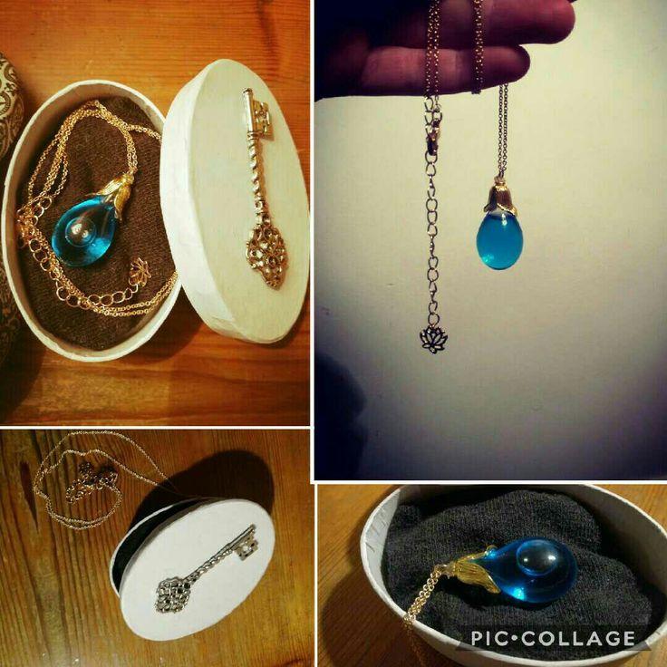 DIY Kette mit blauem Glasanhänger // Geschenkidee