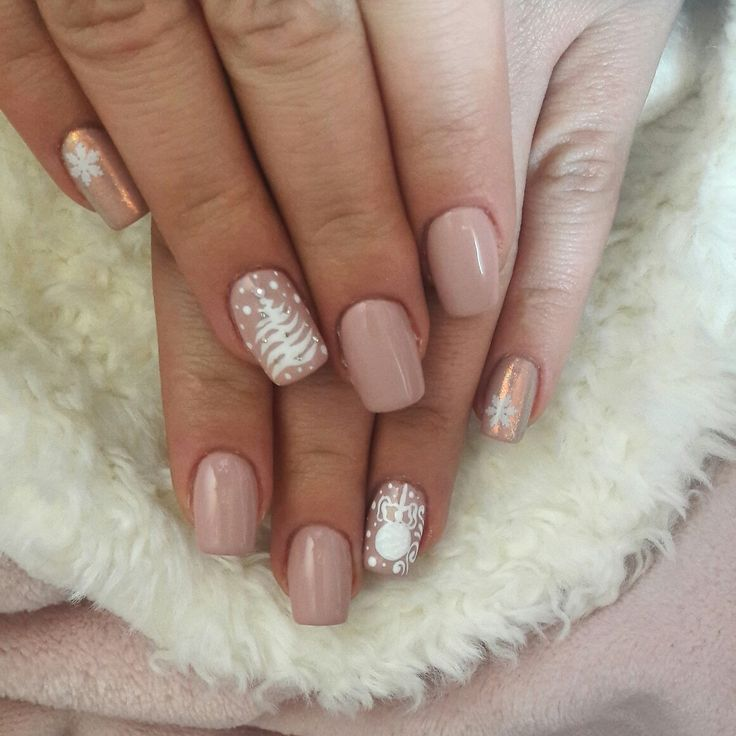 #christmasnails #nudeandwhite ##christmastree