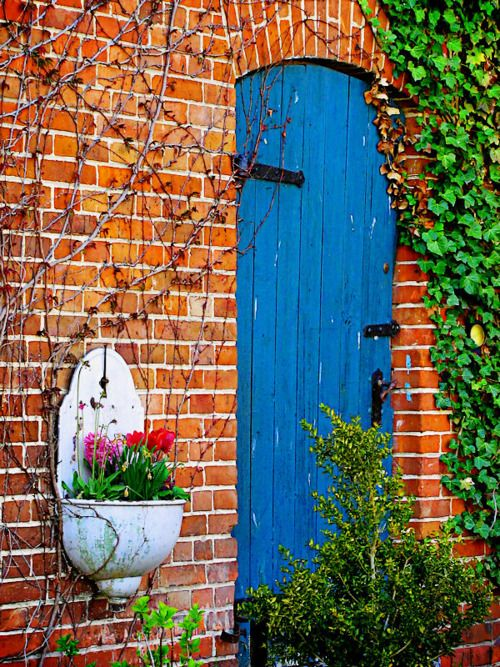 lavabo~French wall sinks available at American Home & Garden in Ventura CA  For my taste maybe a darker/lighter color brick with a red door.
