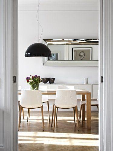 Black and white dining room via Bo Bedre.