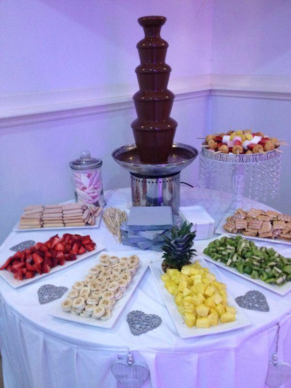 17 beste idee n over bruiloft ontbijt op pinterest bruids brunch douche brunch partij en - Kamer buffet heeft houten eet ...