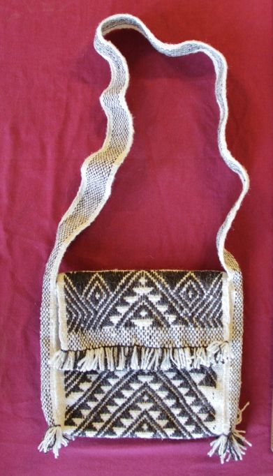 Otro bello morral a telar mapuche, del taller Newentuy Zomo