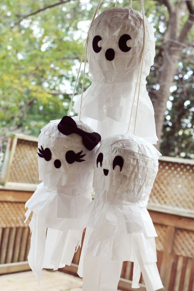 Ghost family Pinata DIY - for J's bday Diy Halloween Gifts, Halloween Ghost Decorations, Fröhliches Halloween, Halloween Party Games, Halloween Crafts For Kids, Halloween Birthday, Holidays Halloween, Halloween Appetizers, Diy Ghost Decoration