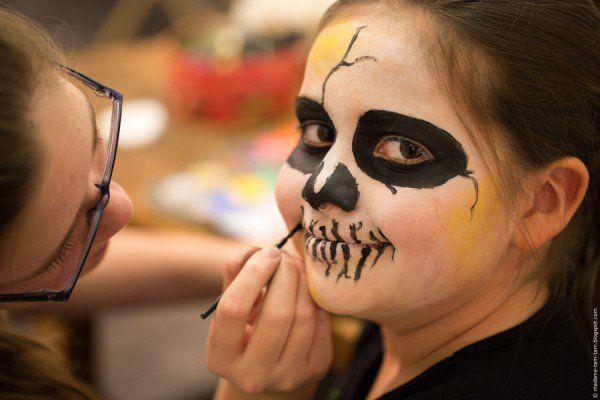 Kinder schminken Kinder - Gesichter schminken zu Halloween
