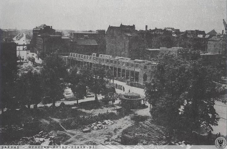 KDM po rozpoczęciu budowy. Lata 50-te. Widok z pl.T.Kościuszki na południe (widać wiadukt kolejowy przy ul.Powstańców Śląskich).Lata 1950-1954