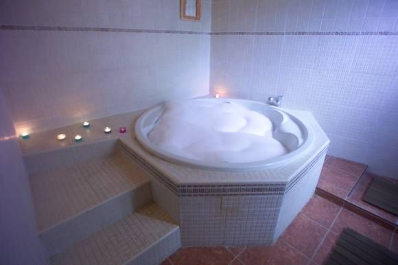 13 best casas rurales con jacuzzi images on pinterest jacuzzi whirlpool bathtub and country - Casas rurales para dos con jacuzzi privado ...
