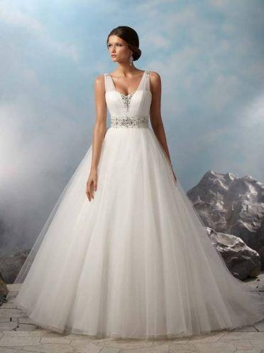26 best Wedding Dress images on Pinterest | Wedding frocks, Bridal ...