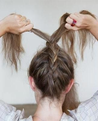 Tre flätade frisyrer