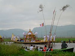 The festival of Phaungdaw Oo pagoda in Inle Lake is held every year during the month of Thadingyut (October), and is the big event of the year.