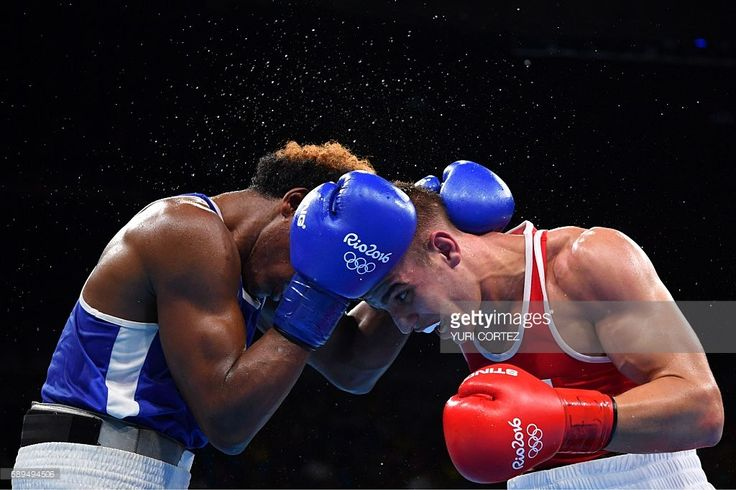 TOPSHOT - France's Mathieu Albert Daniel Bauderlique (R) fights Ecuador's Carlos Andres Mina during the Men's Light Heavy (81kg) Quarterfinal 2 match at the Rio 2016 Olympic Games at the Riocentro - Pavilion 6 in Rio de Janeiro on August 14, 2016. / AFP / Yuri CORTEZ