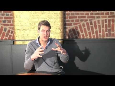 Critizr est une application mobile qui fonctionne comme une boite à idées géolocalisée dans laquelle les clients peuvent remonter un problème ou exprimer une frustration. Une fois l'application téléchargée gratuitement sur son mobile, il suffit de se géolocaliser dans un lieu et d'envoyer son problème sous forme d'un message court avec la possibilité d'y joindre une photo. A retrouver sur http://www.fundme.fr , plateforme qui connecte startups en levée de fonds et investisseurs.