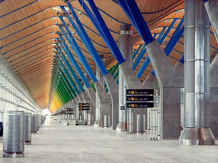 Interior. T4 Madrid Barajas Airport by Rogers Stirk Harbour + Partners and Estudio Lamela. Photograph © Manuel Renau.