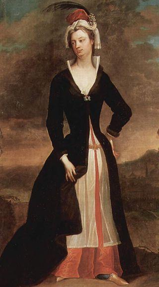 Mary Wortley Montagu by Charles Jervas, after 1716 - Mary Wortley Montagu - Vikipedi-1716 yılında eşi İngiltere'nin Osmanlı elçisi olarak atandı. Leydi Montagu eşi ve oğluyla birlikte İstanbul'a geldi. Lale Devrinin başlangıcına rast gelen bu dönemde 2 yılını İstanbulda geçirdi. İngiltere'deki arkadaşlarına İstanbul'daki izlenimlerini en ince ayrıntılarıyla anlatan birçok mektuplar yazdı.