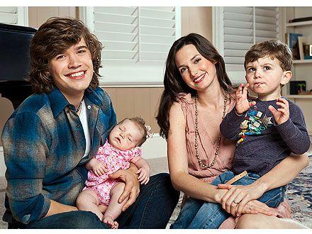 Zac wife Kate, son Shepard n daughter junia ... Baby three on the way