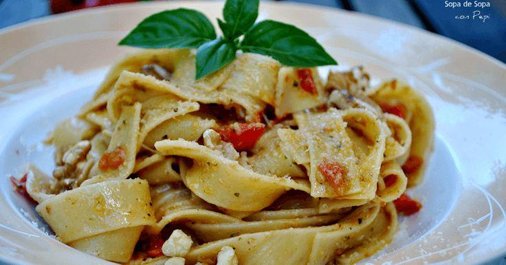 Tallarines con pesto de tomate y nueces