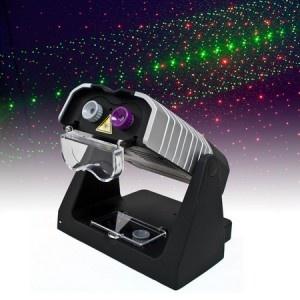 Pour animer vos soirées les plus folles, le projecteur laser théâtre vous assurera un spectacle haut en luminosité ! Cadeau original et insolite à offrir pour tout amateur d'animation lumineuse, celui-ci saura faire sensation à coup sûr. Anniversaire, jour de l'an et toute autre soirée ayant besoin d'accessoires, ça se passe sur http://www.pinklemon.f ! Pinklemon, le zeste d'idée cadeau original.