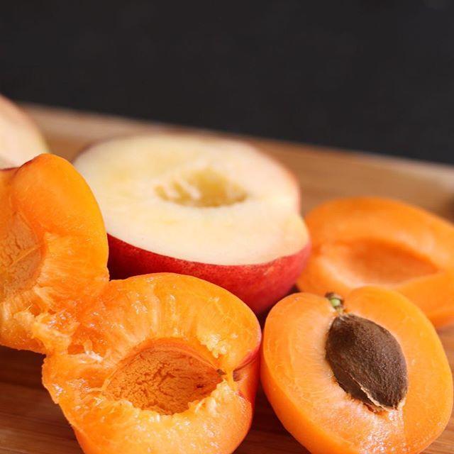 Raw Peach & Apricot Butter / Recipe on The Blog - Link in Bio #raw #rawvegan #vegan #paleo #lchf #sugarfree #rawjam #chiajam #summer #peach #apricots #organic #cleaneating #holistic #holisticnutrition #rivieradudes