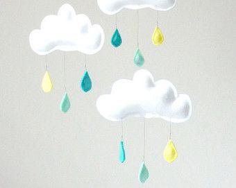 """Mobile  """"ARTHUR"""" 3 nuages sur anneau,gouttes de pluie jaune, menthe,turquoise by The Butter Flying"""