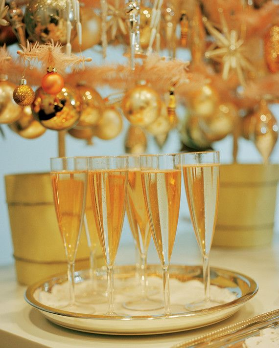 Instead of planning a formal dinner party, throw a casual open-house-style cocktail party that's low on stress yet still full of sparkle and style. No stuffiness involved here -- just finger foods, quick cocktails, easy decorations, and plenty of holiday spirit.