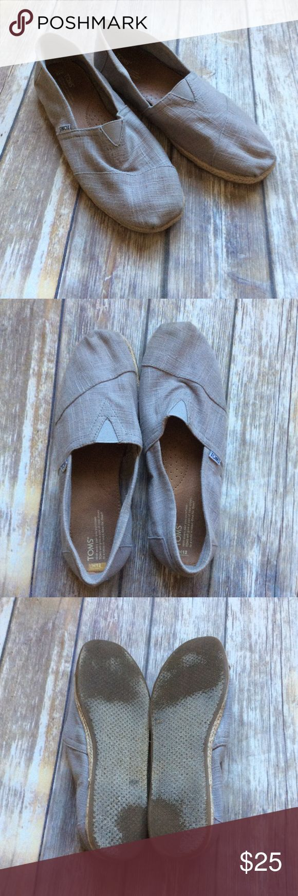 Men's Gray Toms sz 12 Gray toms with weaved detail around the sole. Great condition with minor wear on the bottoms  ❌no trades, holds, or lowball offers. ✅Clean and smoke free home, quick shipping, bundle discount, always! 🎁Free gift with $15+ bundle. TOMS Shoes Loafers & Slip-Ons